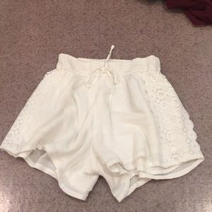 Elastic White Lace Shorts Hollister